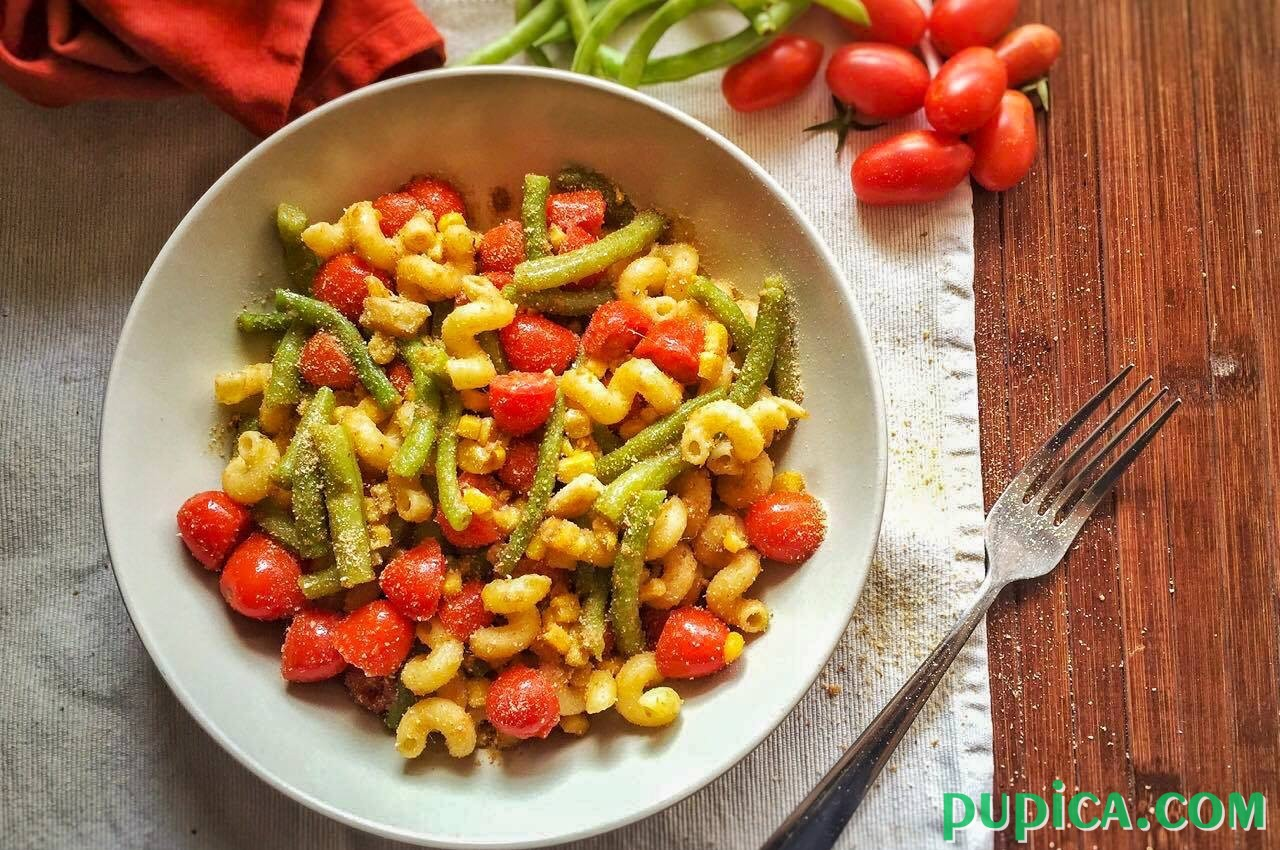 Pasta with Anchovies,Tomatoes and Green Beans