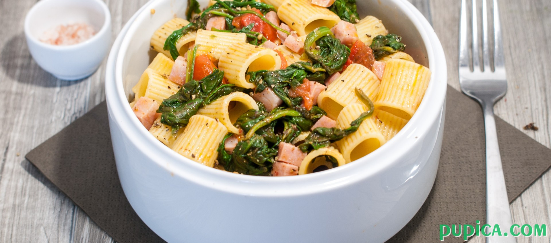 Pasta with baby spinach, tomatoes and Italian sausage