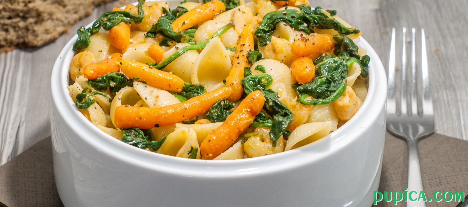 Pasta with Baby Spinach, Shrimps and Baby Carrots