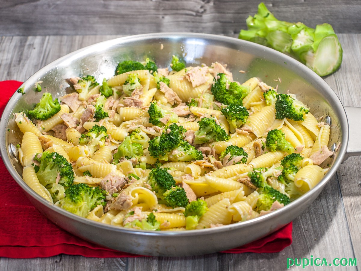 Pasta with Broccoli and Tuna