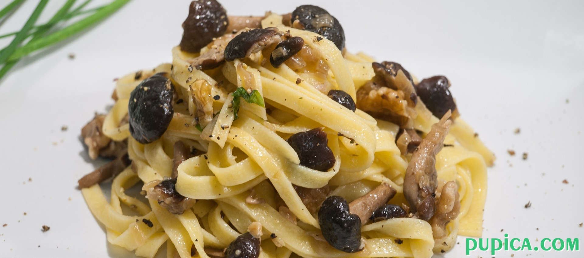 Pasta with Mushrooms and Walnuts