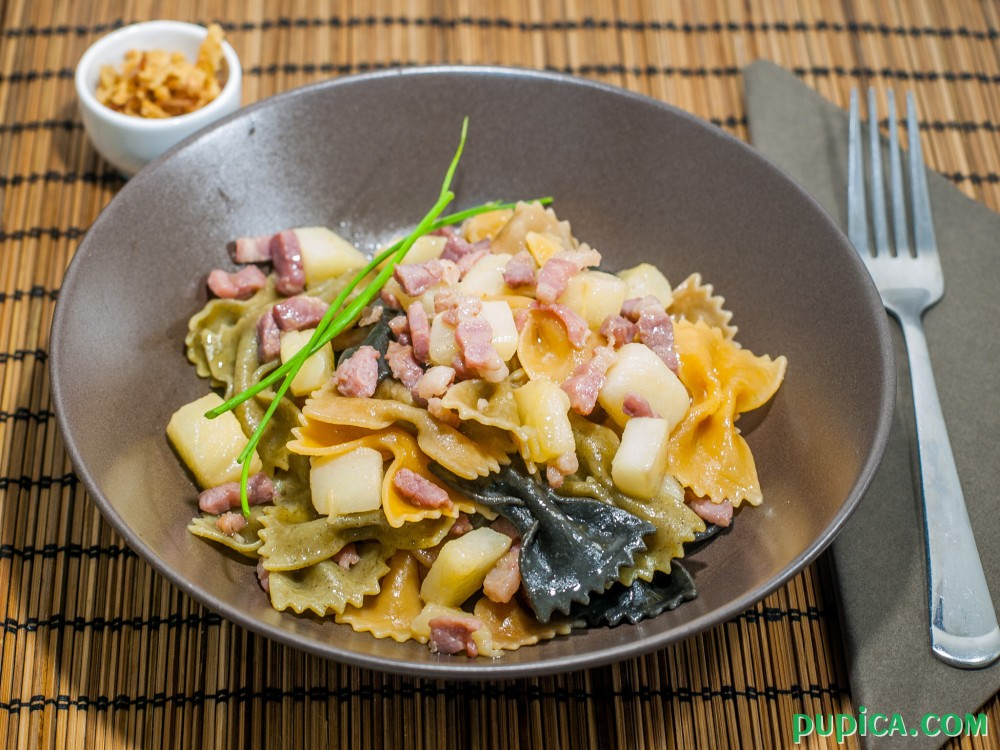 Pasta with pears and bacon