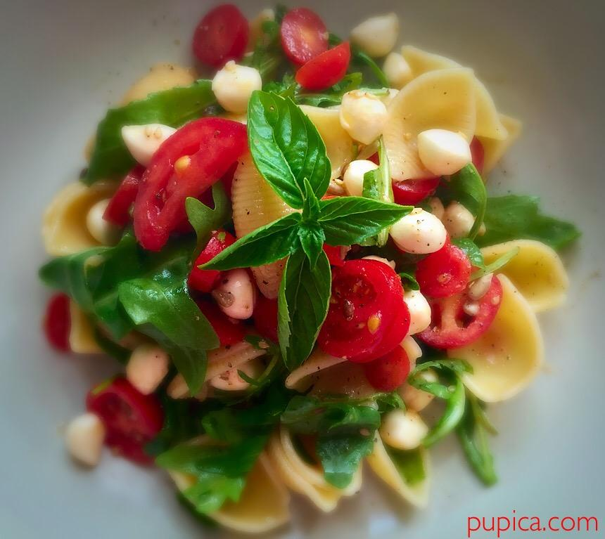 Tomatoes and Arugula Pasta Salad