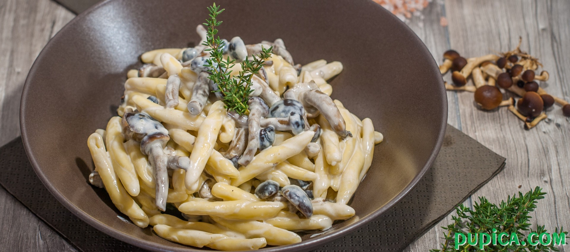 Pasta with Mushrooms and cooking cream
